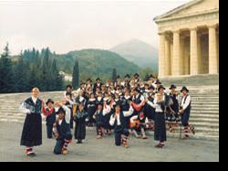 Il Gruppo davanti al Tempio
